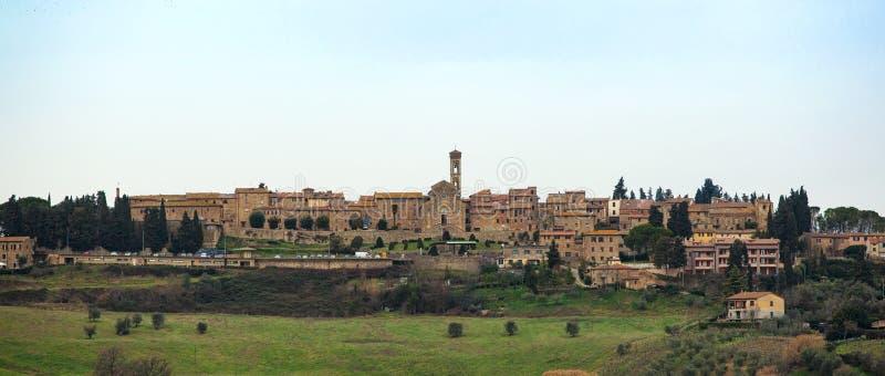 Paesaggio toscano con le costruzioni antiche del elsa del ` di Barberino Val D fotografie stock libere da diritti