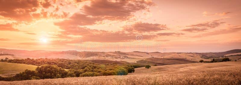 Paesaggio toscano di tramonto fotografia stock libera da diritti