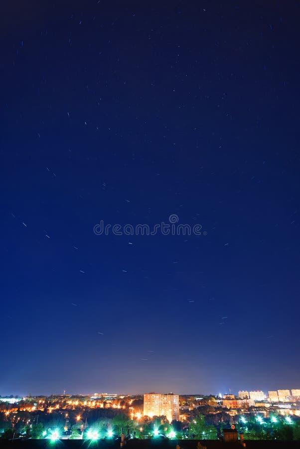 Paesaggio urbano alla notte immagine stock