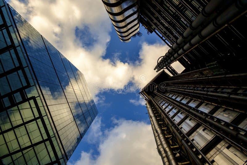 Paesaggio urbano con gli uffici moderni contemporanei a Londra immagini stock
