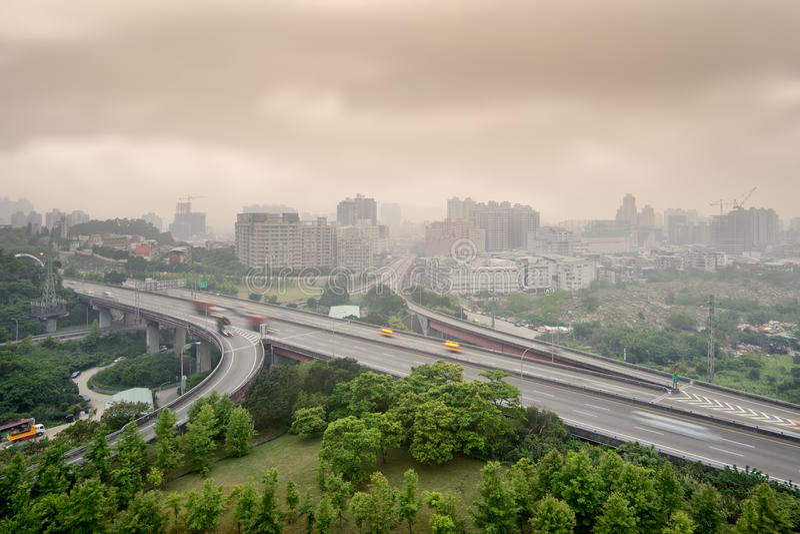 Paesaggio urbano del maltempo immagine stock libera da diritti