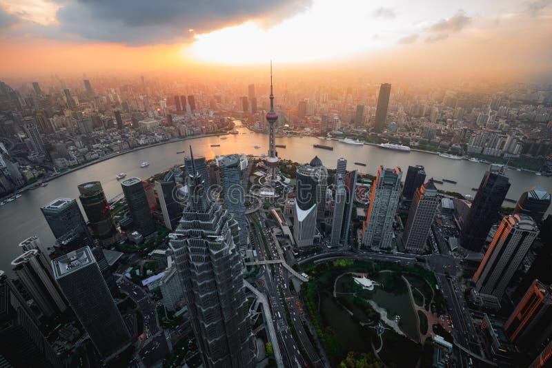 Paesaggio urbano dell'orizzonte della città di Shanghai, vista aerea di Schang-Hai immagini stock