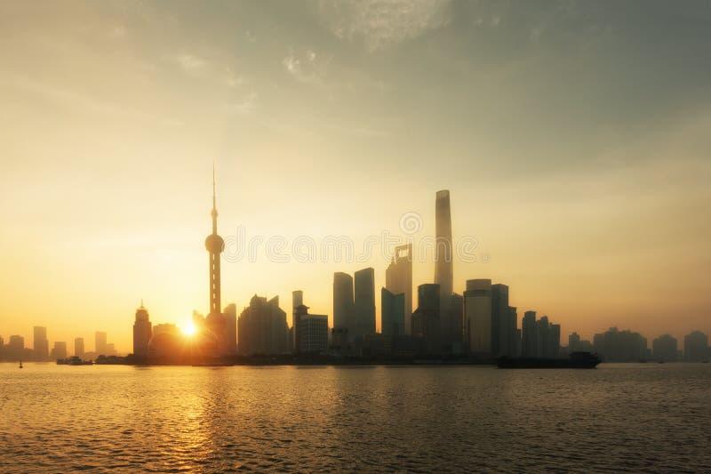 Paesaggio urbano dell'orizzonte di Shanghai, vista di Schang-Hai a finanza di Lujiazui immagine stock