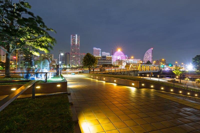 Paesaggio urbano della città di Yokohama alla notte fotografie stock libere da diritti