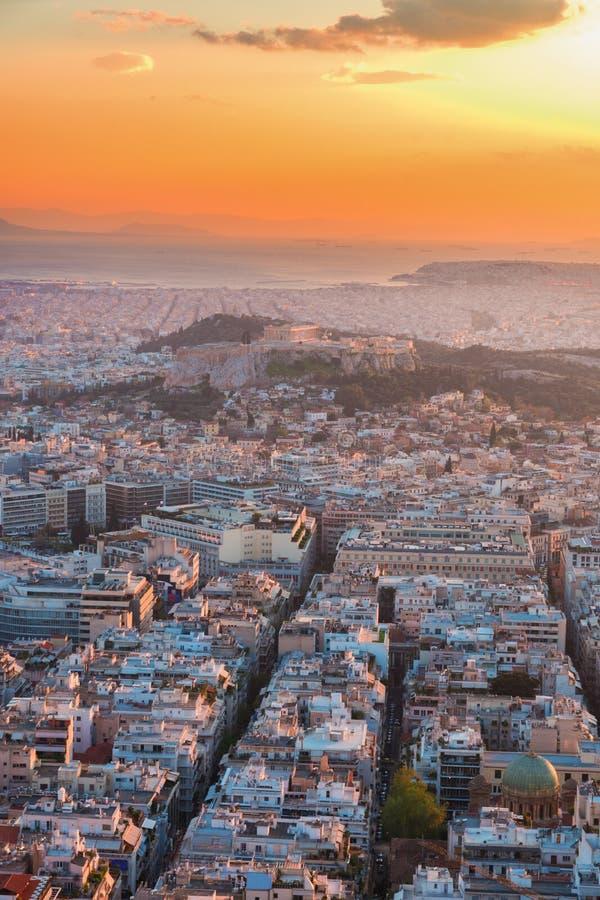Paesaggio urbano di Atene alla notte, Grecia fotografia stock libera da diritti
