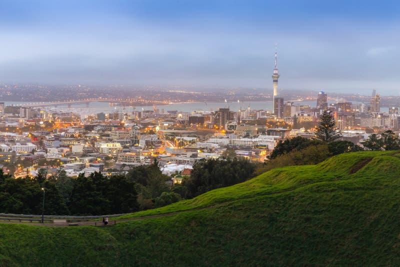 Paesaggio urbano di Auckland dal Mt L'Eden, questo è punto di riferimento famoso in nuovo fotografia stock