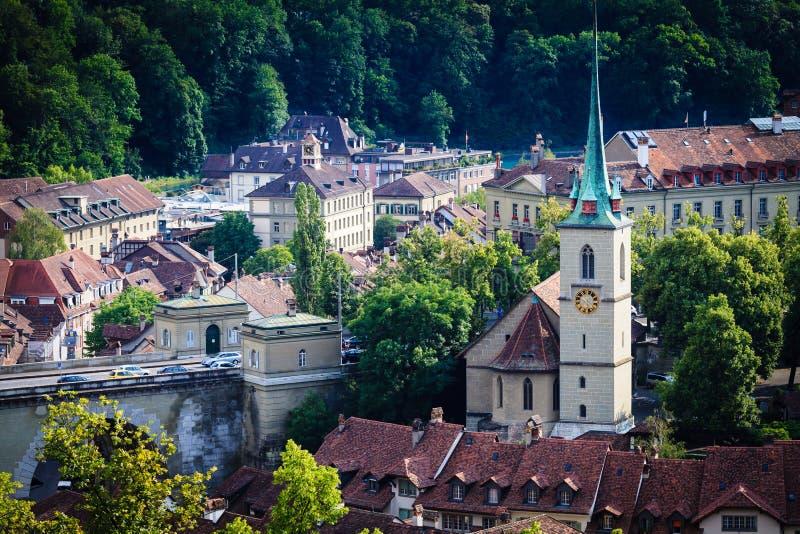 Paesaggio urbano di Berna Capitale svizzera Nydeggkirche (chiesa di Nydegg) fotografia stock