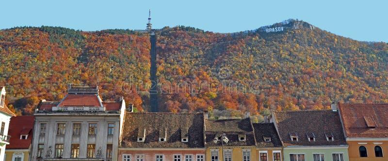 Paesaggio urbano di Brasov nella caduta immagine stock