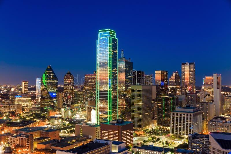 Paesaggio urbano di Dallas, il Texas con cielo blu al tramonto fotografia stock