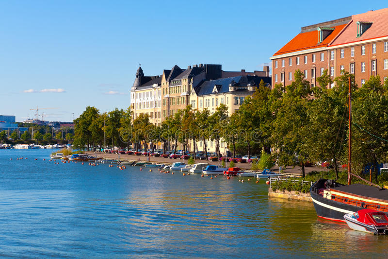 Paesaggio urbano di estate di Helsinki, Finlandia fotografia stock libera da diritti