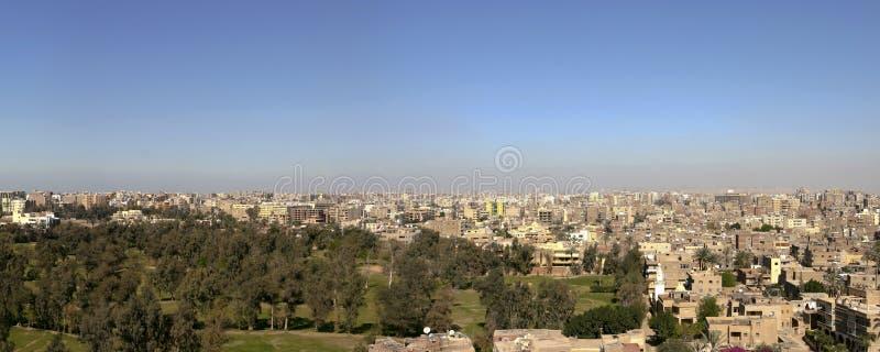 Paesaggio urbano di Il Cairo nel 2005 dalla piramide di Giza, Egitto fotografie stock