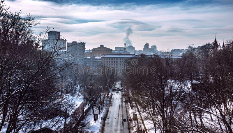Paesaggio urbano di inverno a Kiev, Ucraina, giorno, all'aperto fotografie stock
