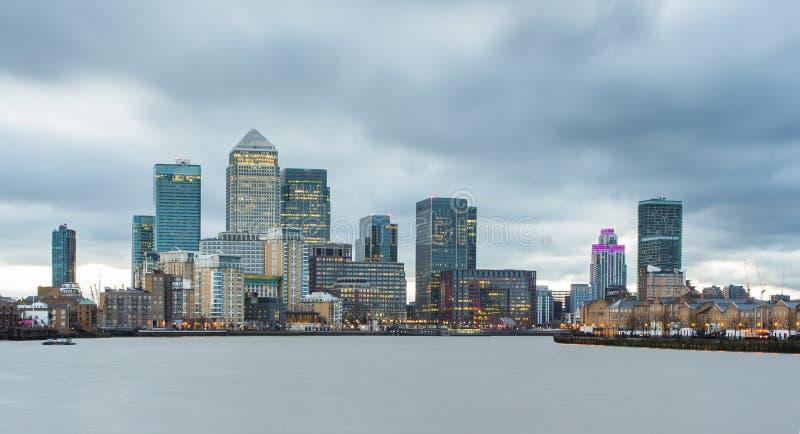 Paesaggio urbano di Londra Canary Wharf immagini stock