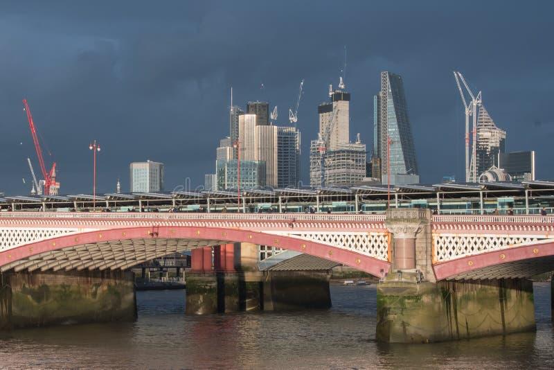 Paesaggio urbano di Londra, dopo un temporale immagine stock libera da diritti