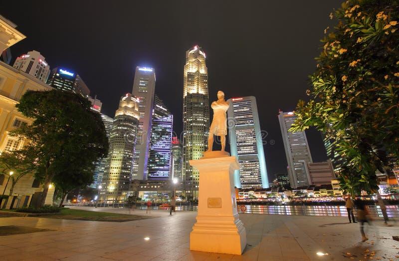 Paesaggio urbano di notte di Singapore fotografia stock