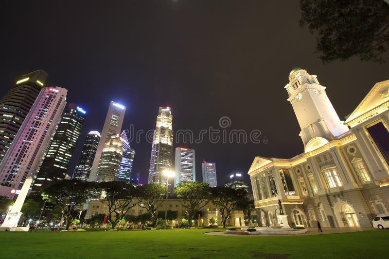 Paesaggio urbano di notte di Singapore fotografia stock libera da diritti