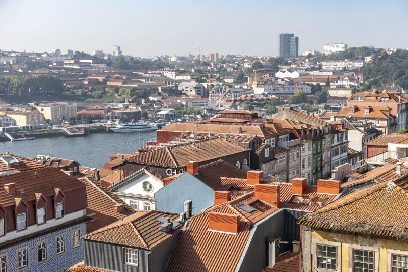 Paesaggio urbano di Oporto il giorno soleggiato immagine stock