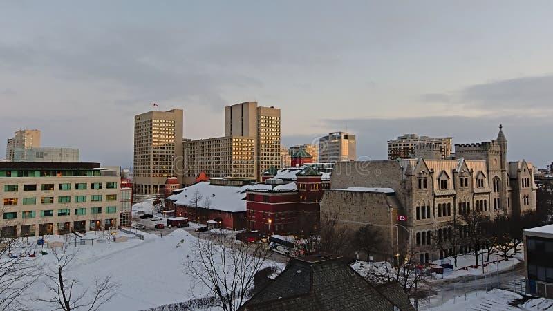 Paesaggio urbano di Ottawa con neve su una sera di inverno fotografia stock libera da diritti