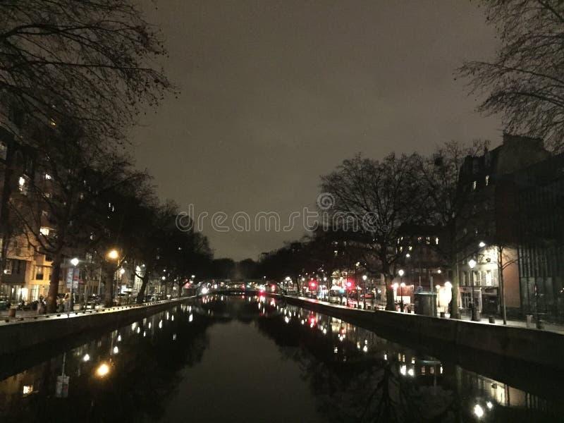 Paesaggio urbano di Parigi di notte immagini stock