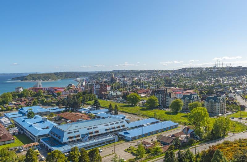 Paesaggio urbano di Puerto Montt di estate, Cile fotografia stock