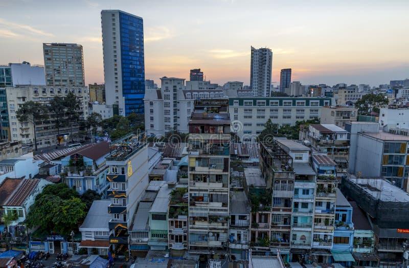 Paesaggio urbano di Saigon a penombra nel Vietnam immagine stock libera da diritti