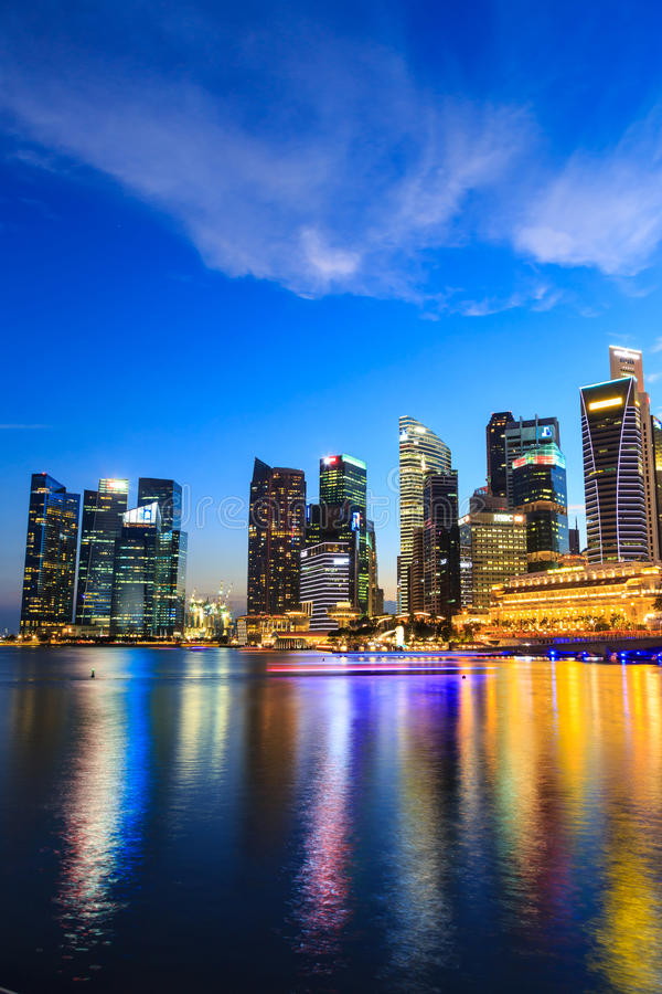 Download Paesaggio Urbano Di Singapore Alla Notte, Singapore - 17 Gennaio 2015 Fotografia Editoriale - Immagine di metropolis, marina: 55361202