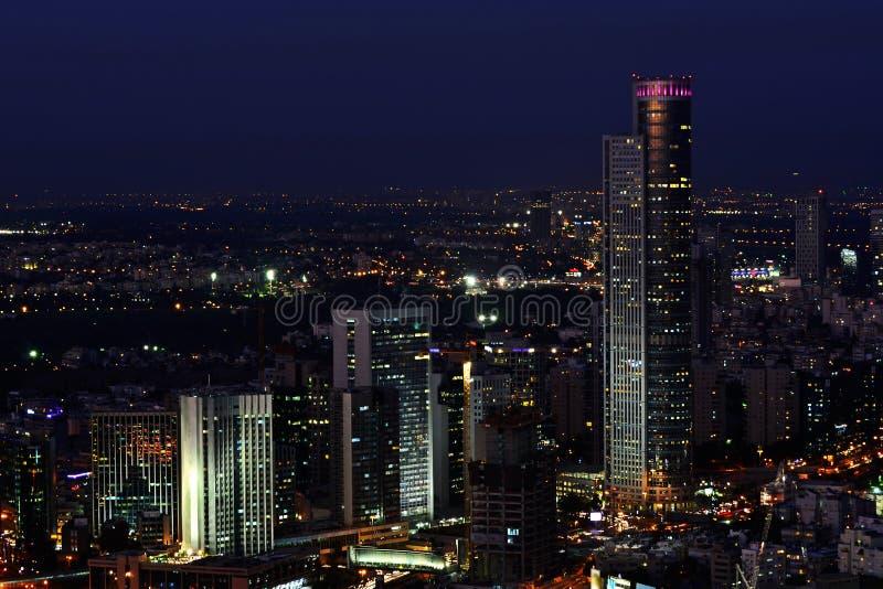 Paesaggio urbano di Tel Aviv alla notte immagine stock libera da diritti