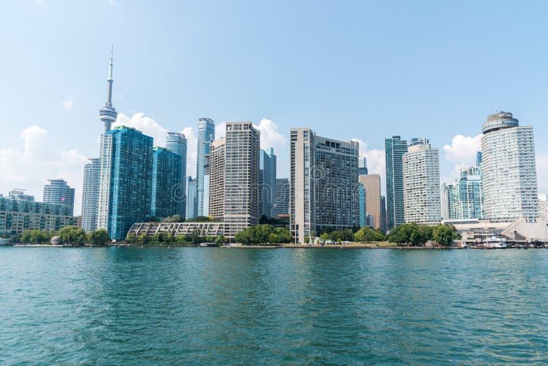 Paesaggio urbano di Toronto dal lago Ontario immagine stock libera da diritti