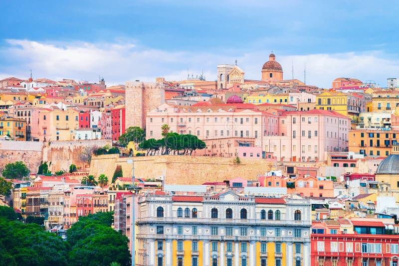 Paesaggio urbano di vecchio centro di Cagliari fotografia stock libera da diritti