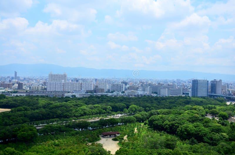 Paesaggio urbano di vista aerea della città di Osaka a circa il castello di Osaka immagini stock libere da diritti