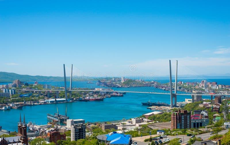 Paesaggio urbano di Vladivostok, vista di luce del giorno immagini stock