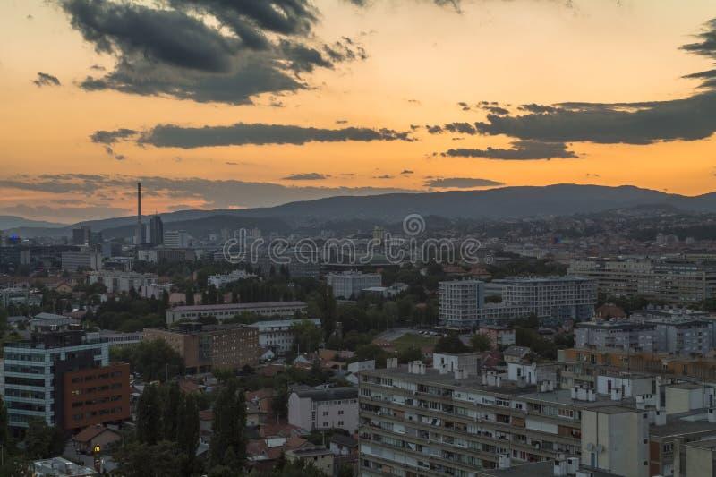 Paesaggio urbano di Zagabria al tramonto fotografia stock