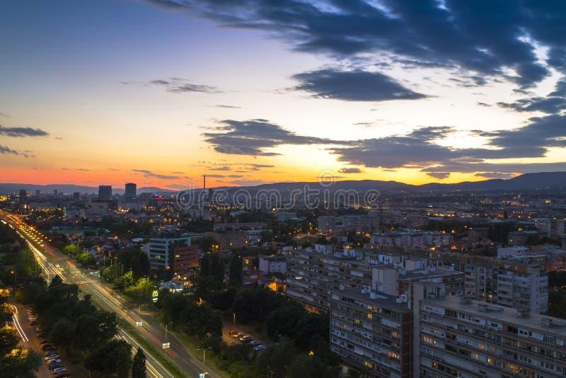 Paesaggio urbano di Zagabria al tramonto immagini stock libere da diritti