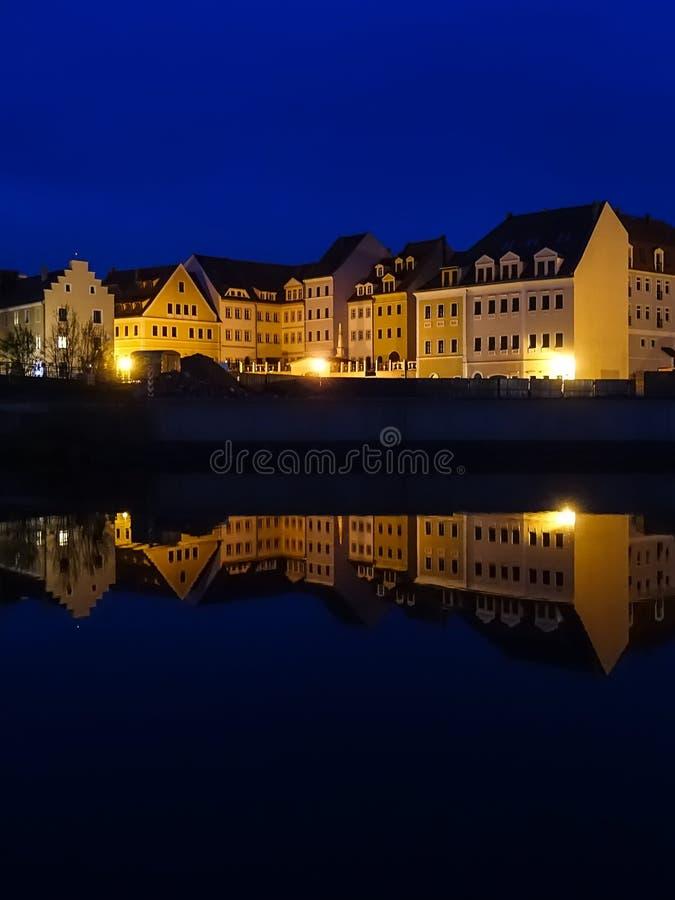 Paesaggio urbano di Zgorzelec, Polonia, all'ora blu immagine stock libera da diritti