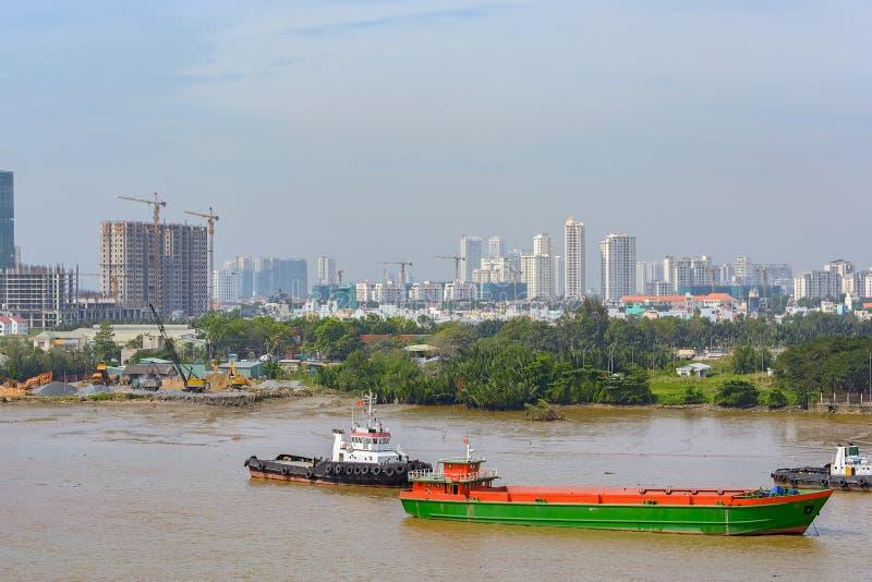 Paesaggio urbano e punto di vista del fiume di Ho Chi Minh City (Saigon) Il Vietnam, fotografia stock libera da diritti