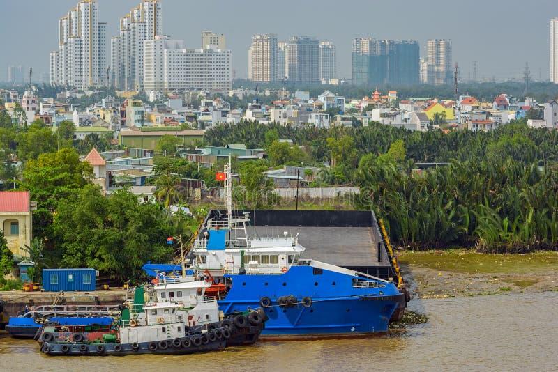 Paesaggio urbano e punto di vista del fiume di Ho Chi Minh City (Saigon) Il Vietnam, immagine stock libera da diritti