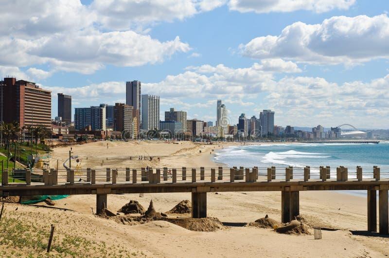 Paesaggio urbano e spiaggia di Durban - la Sudafrica immagini stock