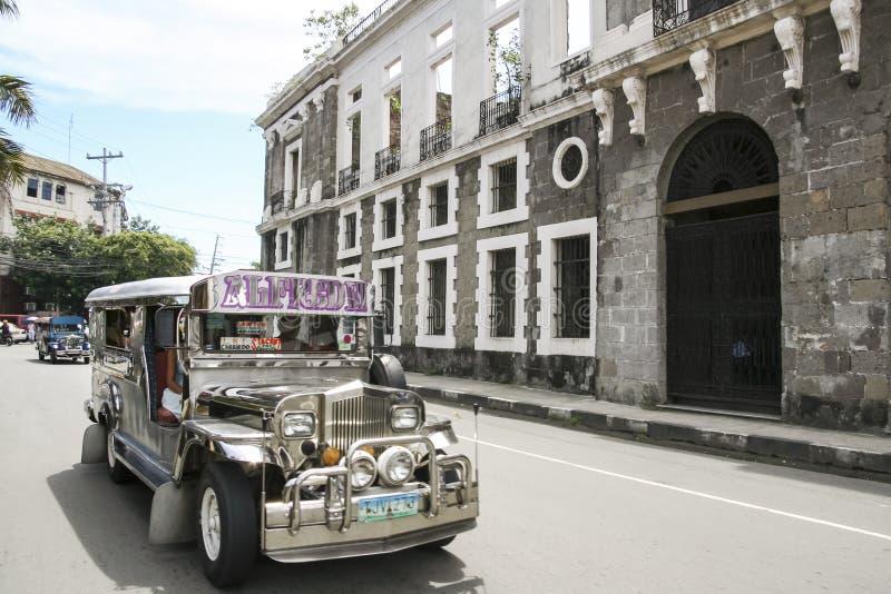 Paesaggio urbano intra muros Manila Filippine di jeepney immagini stock libere da diritti