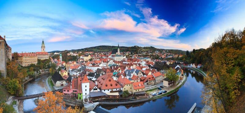 Paesaggio urbano panoramico Cesky Krumlov, repubblica Ceca fotografia stock