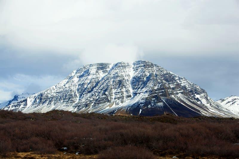 Paesaggio vulcanico di Snowy sulla penisola di Snaefellsnes immagini stock libere da diritti