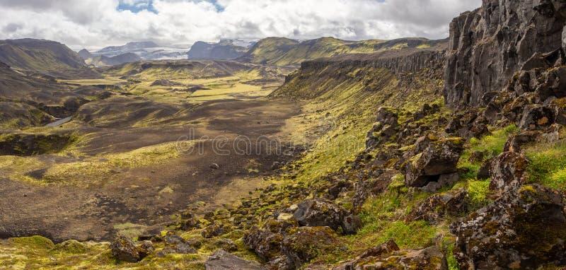 Paesaggio vulcanico roccioso della natura di Landmannalaugar in Islanda sul viaggio di Laugavegur fotografia stock