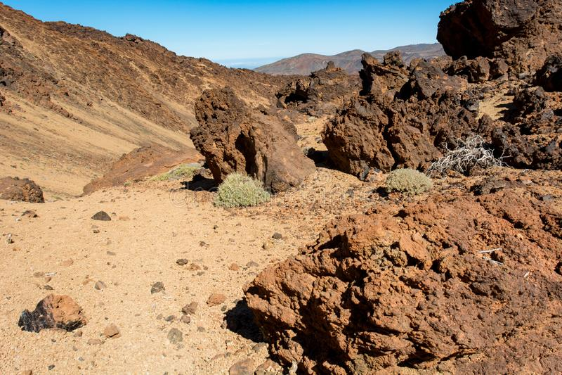 Paesaggio vulcanico spettacolare nell'ambiente del deserto con le forme cattive della lava immagine stock