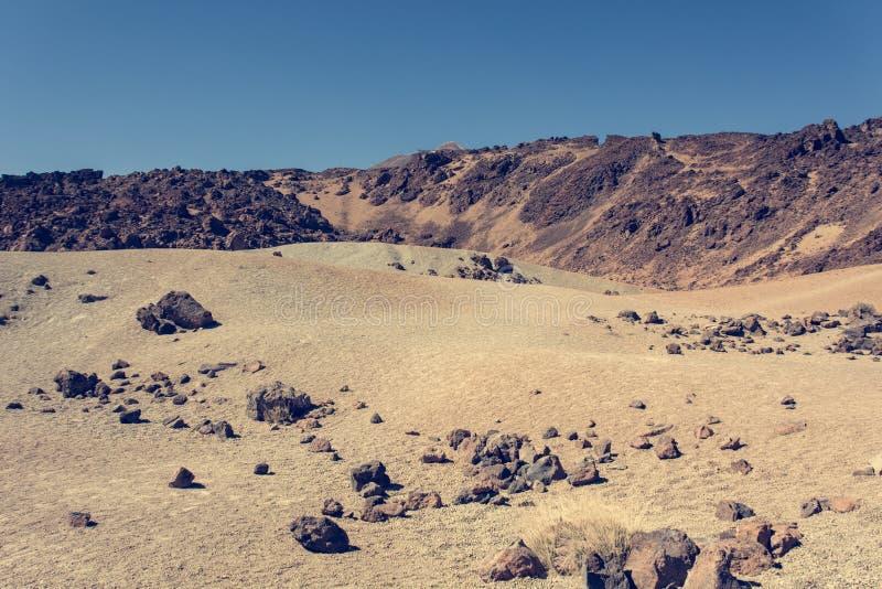 Paesaggio vulcanico spettacolare nell'ambiente del deserto con le forme cattive della lava immagini stock