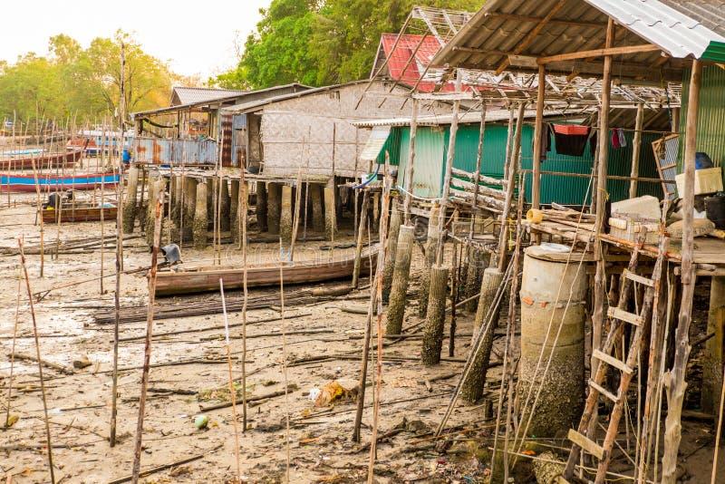 Paesini di pescatori lungo il canale fotografia stock