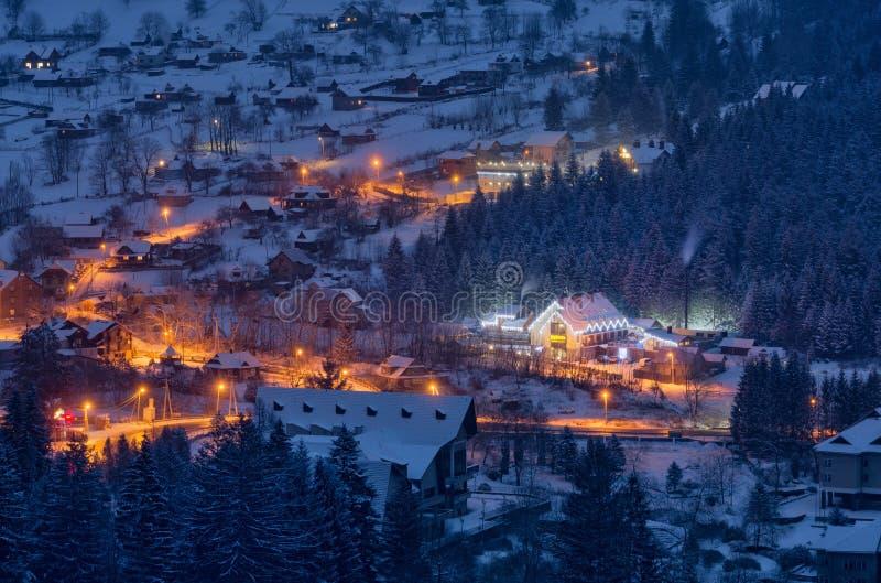 Paesino di montagna alpino carpatico immagine stock libera da diritti