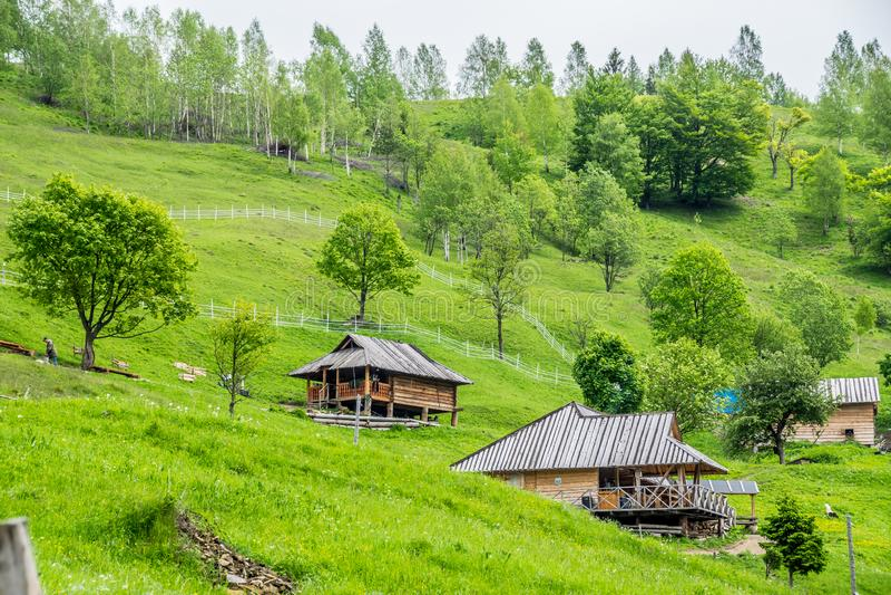 Paesino di montagna in Carpathians fotografia stock