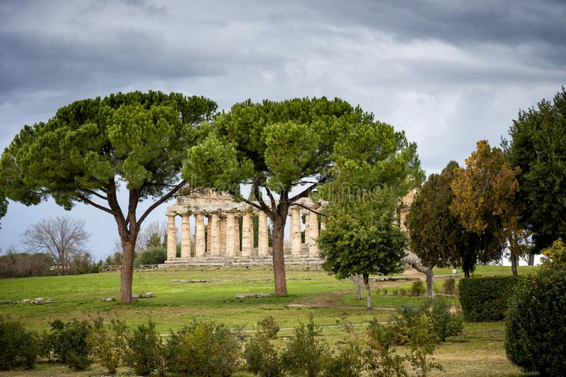 Paestum Ceres雅典娜古老罗马寺庙在帕埃斯图姆,意大利的 库存图片