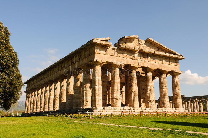 Grekiska tempel av Paestum - Poseidonia arkivfoto