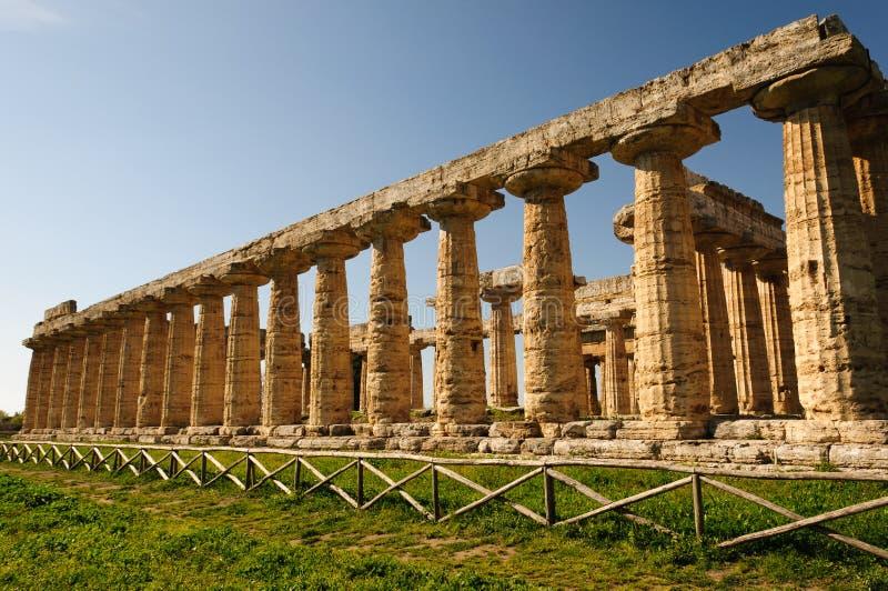 Grekiska tempel av Paestum - Poseidonia fotografering för bildbyråer