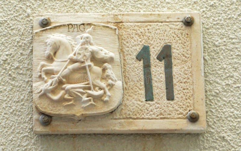 PAG, Kroatien, am 23. Juni 2018 Privatnummer elf zu Pferd verziert mit Gipsmodell des Ritters lizenzfreies stockbild